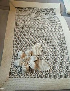 Cotton and HandMade tablecloth Filet Crochet, Crochet Doily Rug, Crochet Lace Edging, Irish Crochet, Crochet Flowers, Diy Crafts Crochet, Crochet Home Decor, Crochet Leaf Patterns, Crochet Baby Sweaters