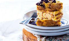 O bolo de bolacha é um clássico que agrada a todos. E é tão fácil que as crianças podem ajudar a preparar esta receita de sobremesa, fazendo uma versão sem rum.