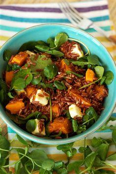 Salada de arroz vermelho com batata-doce e abóbora hokkaido