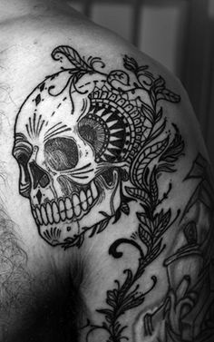 Never been one for skull tattoos, but this one I would definitely consider. So beautiful.