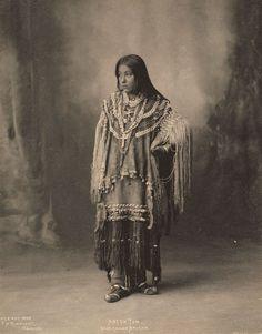 Portraits-vintage-de-jeunes-amerindiennes-fin-1800-debut-1900-21