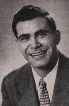 VINICIO ADAMES (BARQUISIMETO,1927-ISLAS AZORES, PORTUGAL,1976). Nació el 1° de Marzo en Barquisimeto, Estado Lara. En su ciudad natal fundó y dirigió en 1948 el «Conjunto Coral Lisandro Alvarado». Este notable músico pereció junto con los miembros del Orfeón Universitario el 3 de setiembre de 1976, cuando el avión en que viajaban se estrelló en el Aeropuerto de Lajes, Islas Azores. Un parque del Estado Miranda lleva su nombre, al igual que la Coral del Banco Central de Venezuela.