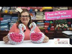 Uma Flamingo que ficou um charme! Peso de Porta ou Enfeite da Flamingo Amora - YouTube Primitive Doll Patterns, Crochet Baby, Diy And Crafts, Dolls, Christmas Ornaments, Holiday Decor, Videos, Youtube, Blog