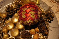Bożonarodzeniowa dekoracja. Bombka karczoch. aut.M.S