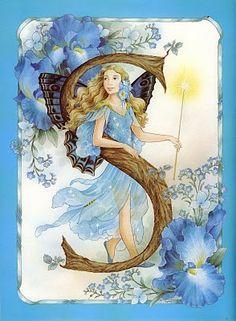 Маленькая фея на лесном цветочке