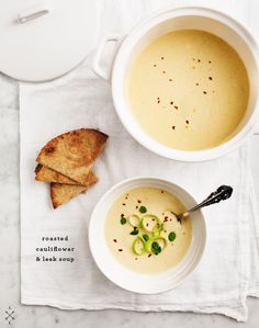 Roasted Cauliflower & Leek Soup // made this soup and it was pretty good. Until I find a leek soup that I like better this will be my go-to. Cauliflower Leek Soup Recipe, Vegan Cauliflower, Leek Soup Healthy, Soup Recipes, Vegetarian Recipes, Cooking Recipes, Healthy Recipes, Cooking Tips, Juicer Recipes