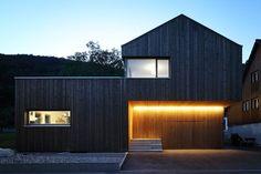 Architekt: Gerald Amann - Querformat, Dornbirn - NEXT_habitat Roof Cladding, House Cladding, Facade House, House Roof, House Facades, Black House Exterior, Wooden House, House In The Woods, Modern House Design