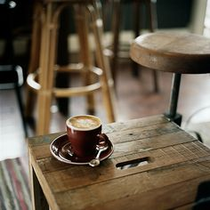 Workshop Espresso Cafes tiny cafe keeps worker bees humming with a steady supply of good coffee I Love Coffee, Coffee Art, Coffee Break, My Coffee, Morning Coffee, Coffee Cups, Coffee Maker, House Coffee, Cappuccino Coffee