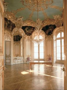Baroque (1600-1700 AD) Clear from the large oval room & floor space. Painted 3 dimensional ornaments feature with so much detail. Not afraid to use colour.