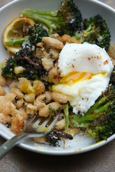 Broccoli and White Beans Need a quick/simple dinner? Make Roasted Broccoli with White Bean with Lemon. Put an egg on it! Recipe on !Need a quick/simple dinner? Make Roasted Broccoli with White Bean with Lemon. Put an egg on it! Recipe on ! Vegetarian Recipes Hearty, Veggie Recipes, Whole Food Recipes, Cooking Recipes, Healthy Recipes, Free Recipes, Chicken Recipes, Simple Recipes, Turkey Recipes