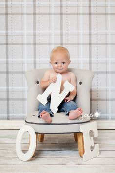 A great baby photo idea for their first birthday