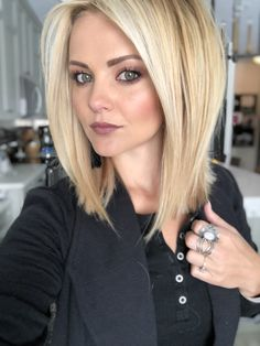 Hair and makeup! Love Hair, Great Hair, Gorgeous Hair, Medium Bob Hair, Medium Hair Styles, Long Hair Styles, Pretty Hairstyles, Mom Hairstyles, Haircuts