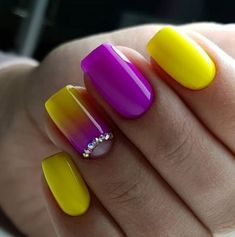 Yellow nails are something not every girl will be brave enough to try, right? There are so many more common nail polish shades! Yellow Nails Design, Yellow Nail Art, Fancy Nails, My Nails, Nail Deco, Trendy Nail Art, New Nail Designs, Bright Nail Designs, Pedicure Designs