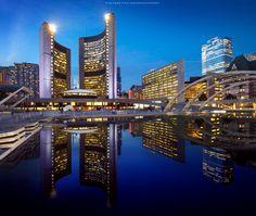 Toronto city hall and its reflection Toronto City, Toronto Travel, Ontario City, Voyage Canada, Montreal Quebec, San Fransisco, Architecture Photo, Canada Travel, Cool Photos