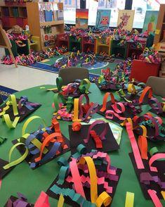 Line sculptures are taking over! #kindergartenart #kindergarten #artteacher #teachersfollowteachers #artwithmissfix