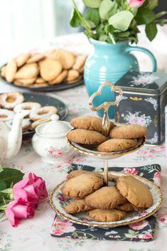 Hönökaka eli vaalea saaristolaisleipä - Sweet Food O´Mine Catherine Klein, Baked Oats, Joko, Minion, Sweet Recipes, Desserts, Tailgate Desserts, Deserts, Baked Oatmeal