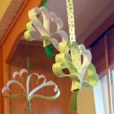 Paper Craft Shamrock.  Great for the St Patrick's Day party.
