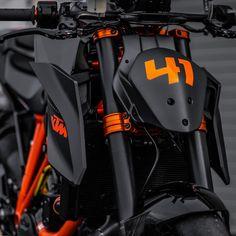 Cars Discover World War III is very, very, very close Duke Motorcycle, Duke Bike, Motorcycle Design, Bike Design, Ktm Duke, Aerox 155 Yamaha, Ktm Super Duke, Ktm Motorcycles, Ktm Rc