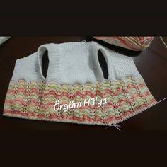 No photo description available. Crochet For Kids, Knit Crochet, Knit Vest, Baby Knitting, Diy And Crafts, Karma, Summer Dresses, Instagram, Fashion