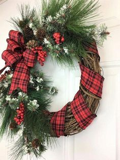 Unique Christmas Wreath Decoration Ideas For Your Front Door 46 Christmas Mesh Wreaths, Christmas Door Decorations, Christmas Crafts, Christmas Ornaments, Winter Wreaths, Door Wreaths, Grapevine Wreath, Ribbon Wreaths, Yarn Wreaths