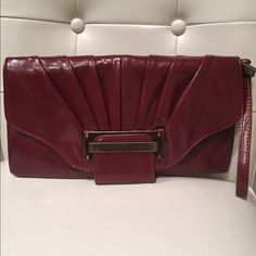 NWOT boutique style brown clutch Boutique style everyday brown clutch. Great for everyday. Never used. Excellent condition. 👛🎉👝🎁 Bags Clutches & Wristlets