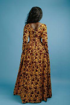 ‼️PLEASE REGARDER LE TABLEAU DES TAILLES AVANT DE ORDERING‼️  Robe col rond africain avec des manches longues, entièrement doublé avec 2 poches latérales et zip dos   Fait de tissu africain wax impression haute qualité 100 % coton et doublure 100 % coton  Robe mesure environ 60 pouces de long  Tableau des tailles S - taille buste: 36: 27  M - buste: 38 taille: 30  L - taille buste: 40: 33  1 x - tour de poitrine: 42 taille: 36  2 x - buste: 44 taille: 38  3 X - buste: 46 taille…