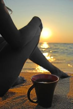 Tomris, a cup of tea or coffee on the beach as you watch the sunset, I would love to end a day like this! So calm and refreshing!