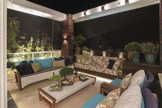 Uma família solicitou um apartamento diferenciado, que contemplasse revestimentos de alto padrão e ambientes para convívio. A solução da arquiteta Cláudia Rombaldi: aconchego, sofisticação e tecnologia.