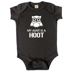 Let your baby advertise the coolest aunt with this grey, cotton bodysuit. The vinyl print features a small owl with writing.