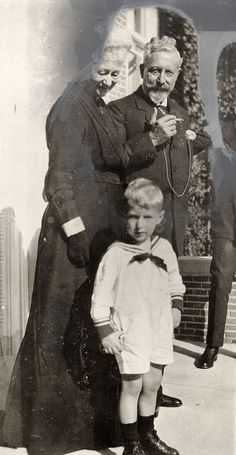 Very rare photo of the Kaiser in exile with his first wife Auguste Victoria who died in 1921 - 20 years before Wilhelm. Rare Pictures, Rare Photos, Vintage Photographs, German Royal Family, Ww1 History, Germany And Prussia, Frederick William, German People, King Of Prussia