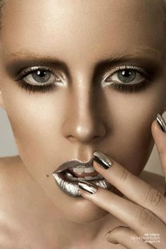 Crazy Silver Makeup Looks for Inspiration Makeup Inspo, Makeup Art, Makeup Inspiration, Beauty Makeup, Eye Makeup, Hair Makeup, Hair Beauty, Make Up Looks, Silber Make-up