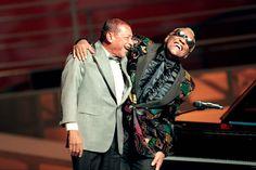 """""""En 1996, deux grands artistes se réunissent sur la scène du Palais des Congrès: Henri Salvador et Ray Charles qui interprètent Le blues du dentiste."""" (Photo: AFP)."""