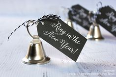 Ring in the New Year Printables by Heather Dalton of Chickabug for I Heart Naptime. The countdown to midnight at New Year's Eve is the highlight of every New Year's Eve party. It's time to break out the champagne, New Year Diy, New Year Gifts, New Years Eve Day, New Years Party, New Year's Eve Celebrations, New Year Celebration, New Year Printables, Free Printables, New Year's Eve Crafts