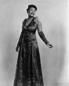 Ella Fitzgerald - Queen of Jazz and Blues Ella Fitzgerald, Divas, Billie Holiday, Black Is Beautiful, Beautiful People, Beautiful Voice, Beautiful Women, African American Fashion, Nina Simone