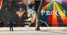 """""""Paz"""" com a figura da jovem paquistanesa Malala Yousafzai, vencedora do Nobel da Paz em 2014. 2014. Mural grafitado. Eduardo Kobra (S.Paulo, SP, Brasil, 1976 - ). A palavra """"peace"""" é formada por vários símbolos religiosos, como um sinal de integração e respeito às diferenças. Encontra-se na fachada do Museo dell'Altro e Dell'Altrove, em Roma, Itália.  Foto: Arquivo…"""