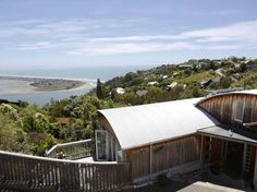 Christchurch Homestay Revelation Drive New Zealand, Pacific Ocean and Australia Set in a prime location of Christchurch, Homestay Revelation Drive puts everything the city has to offer just outside your doorstep. The hotel offers a wide range of amenities and perks to ensure you have a great time. Free Wi-Fi in all rooms, luggage storage, Wi-Fi in public areas, car park, airport transfer are on the list of things guests can enjoy. Each guestroom is elegantly furnished and equi...