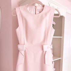 The prettiest textured jumper from Ted Baker 🎀 Pink Fashion, Fashion Outfits, Fall Fashion, Fashion Ideas, Fashion Trends, Girl Meets Glam, Uniqlo Women Outfit, Ted Baker Dress, Curvy Women Fashion