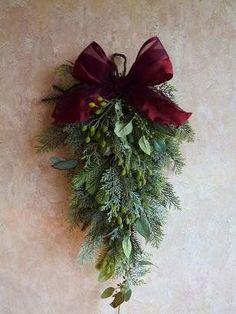 Christmas Swags, Woodland Christmas, Christmas Flowers, Noel Christmas, Holiday Wreaths, Burlap Christmas, Primitive Christmas, Country Christmas, Xmas Crafts