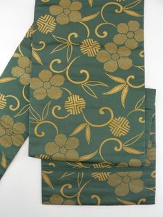 Dark Green, Foil Khaki Arabesque Flower Pattern Nagoya Obi / 緑色地 箔のカーキ色花唐草柄 六通名古屋帯   【リサイクル着物・アンティーク着物・帯の専門店 あい山本屋】