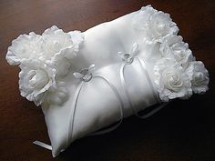 ateliersarah's ring pillow/decorated with white roses