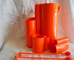 Set of pitcher and 6 tumblers retro and orange with 2 mixing stick . This set is made in hard plastic and is so cool ! For the patio or a cool