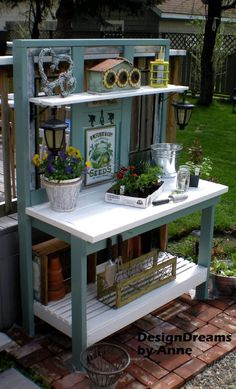 If you're tired of starting seeds on the kitchen counter, use these free, DIY potting bench plans to build your own outdoor potting station! Pallet Potting Bench, Potting Tables, Potting Bench With Sink, Pallet Garden Benches, Garden Bench Plans, Potting Station, Bench Designs, Table Designs, Potting Sheds