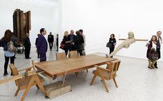 Kunstenaar Joep van Lieshout (L) bij de opening van het Nederlandse paviljoen met werk van de Nederlandse kunstenaar Mark Manders.