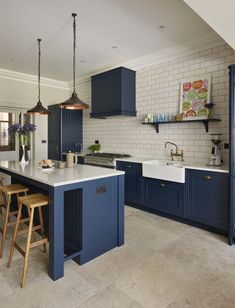 This Holkham inspired kitchen by Davonport is hand-painted using Bond Street by Mylands, set against the crisp backdrop of white worktops and metro tiles Blue Kitchen Designs, Interior Design Kitchen, Kitchen Colour Schemes, Kitchen Colors, Painting Kitchen Cabinets, Kitchen Cabinetry, Kitchen Paint, White Kitchen Worktop, Dark Blue Kitchen Cabinets