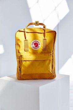 Mochila Kanken Fjallraven - Urban Outfitters - Kelly World Mochila Kanken, Fjällräven Kanken, Backpack Bags, Fashion Backpack, Travel Backpack, Duffle Bags, Messenger Bags, Hipster Backpack, Diaper Backpack