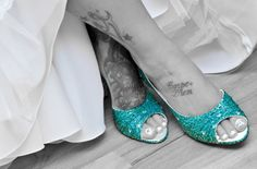 splash of blue with black and white | ... -shoes-heels-turquoise-teal-something-blue-color splash-black-white