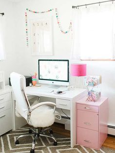 Follow @dreamgreendiy's example and make your desk—and entire office space—a trendy haven that will make you LOVE to work! This affordable home makeover will inspire you to start your own DIY office transformation this weekend.