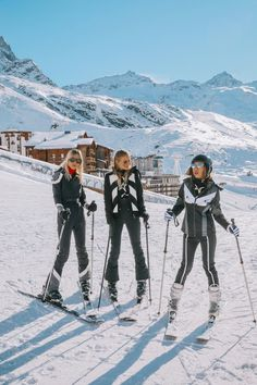 Net-A-Porter told me they were planning their first ever trip t. When Net-A-Porter told me they were planning their first ever trip t. When Net-A-Porter told me they were planning their first ever trip t. Mode Au Ski, Ohh Couture, Leonie Hanne, Foto Casual, Ski Season, Ski And Snowboard, Ski Ski, Snowboarding Style, Winter Pictures