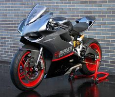 Beautiful Ducati 899 Panigale Senna Replica Track Build