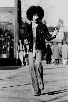 Prince in downtown Minneapolis, MN. Baby Prince, Young Prince, Disco Fashion, 70s Fashion, Prince And Mayte, Rock And Roll Girl, Hip Hop, Prince Images, The Artist Prince